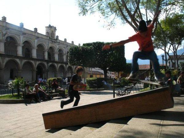 10skateboarding_in_la_antigua_gu