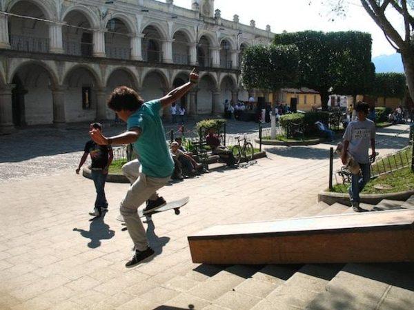 11skateboarding_in_la_antigua_gu