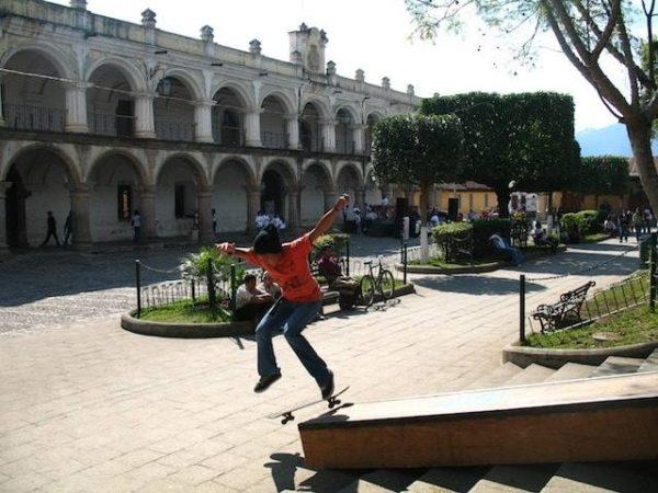 12skateboarding_in_la_antigua_gu