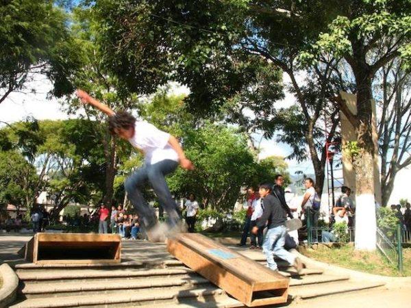 2skateboarding_in_la_antigua_gu