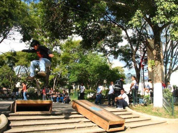 3skateboarding_in_la_antigua_gu
