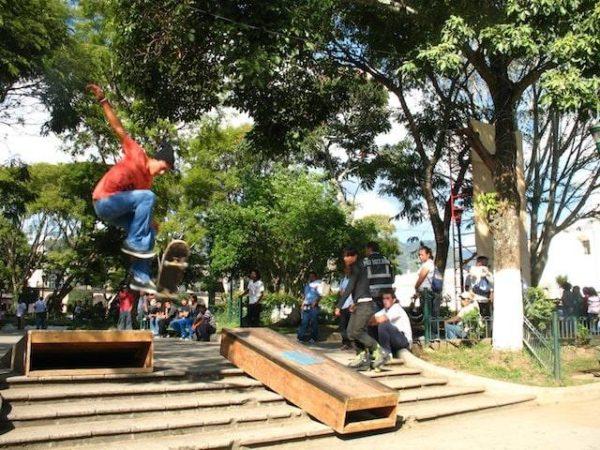 4skateboarding_in_la_antigua_gu