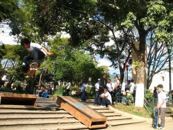 5skateboarding_in_la_antigua_gu