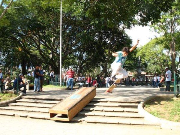 6skateboarding_in_la_antigua_gu