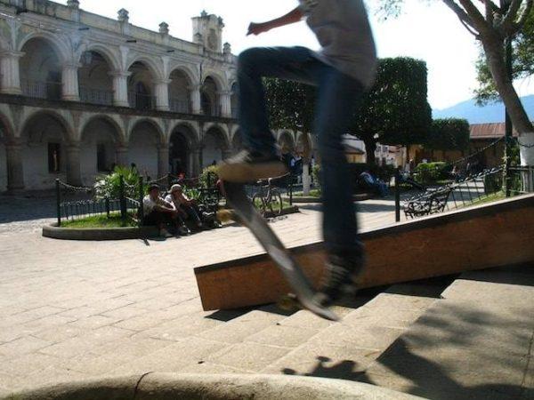 9skateboarding_in_la_antigua_gu