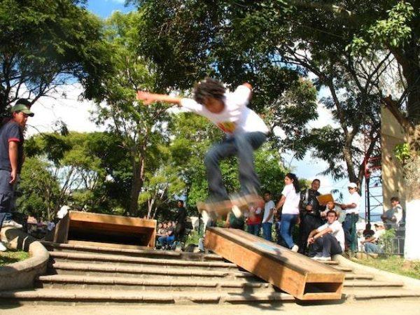 Skateboarding_in_la_antigua_gu