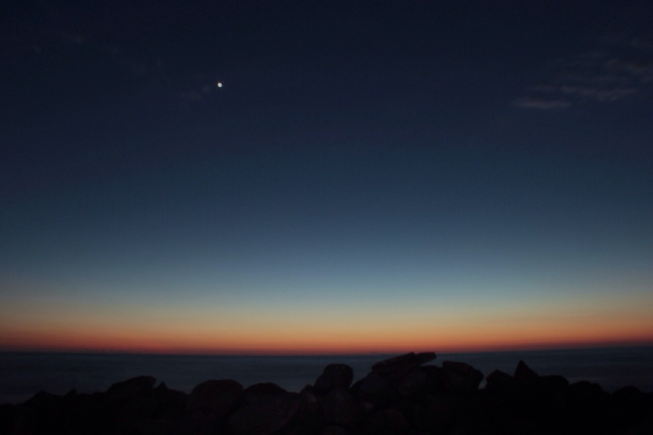 Persiguiendo la luz hasta dónde la mar se encuentra con la tierra