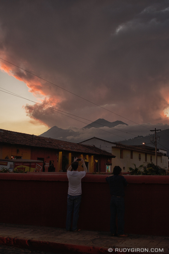 Rudy Giron: AntiguaDailyPhoto.com &emdash; Capturing Antigua Guatemala sunsets with the mobile phone