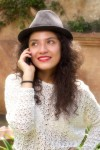 Lifestyle Photography: Elsy al teléfono por Rudy Giron