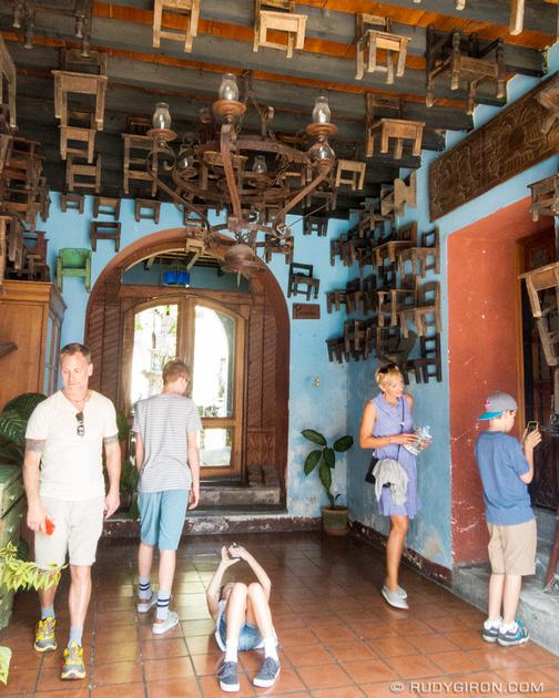 Rudy Giron: Antigua Photo Walks &emdash; APW — Family doing iPhoneography in Antigua Guatemala